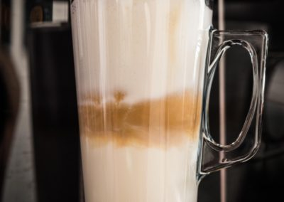 Café latte van Restaurant-Bar-Terras Villa Lago in Leidschendam