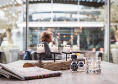 Leestafel van Restaurant-Bar-Terras Villa Lago in Leidschendam